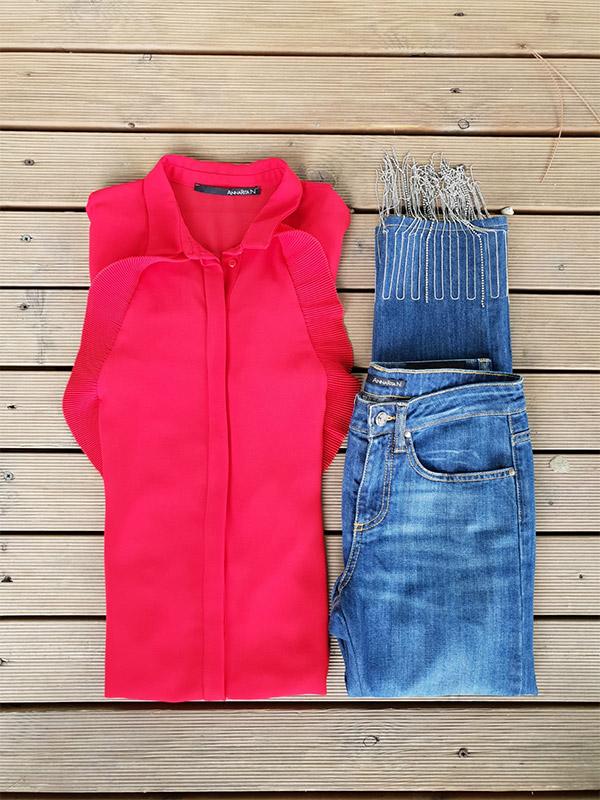 Jeans e camicia rossa della marca Annarita N, fotografate dall'alto in vendita presso Unionmoda Outlet