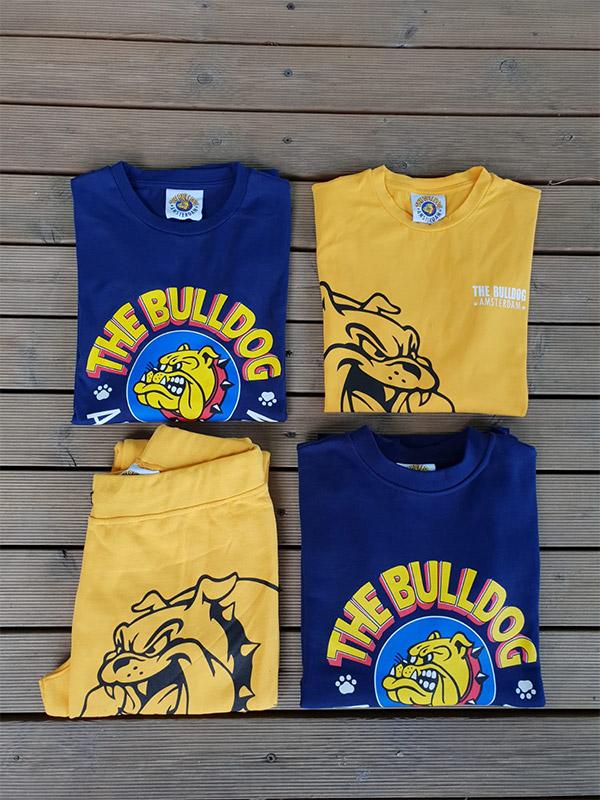 Felpe e t-shirt fotografate dall'alto della marca The Bulldog, in vendita presso Unionmoda Outlet