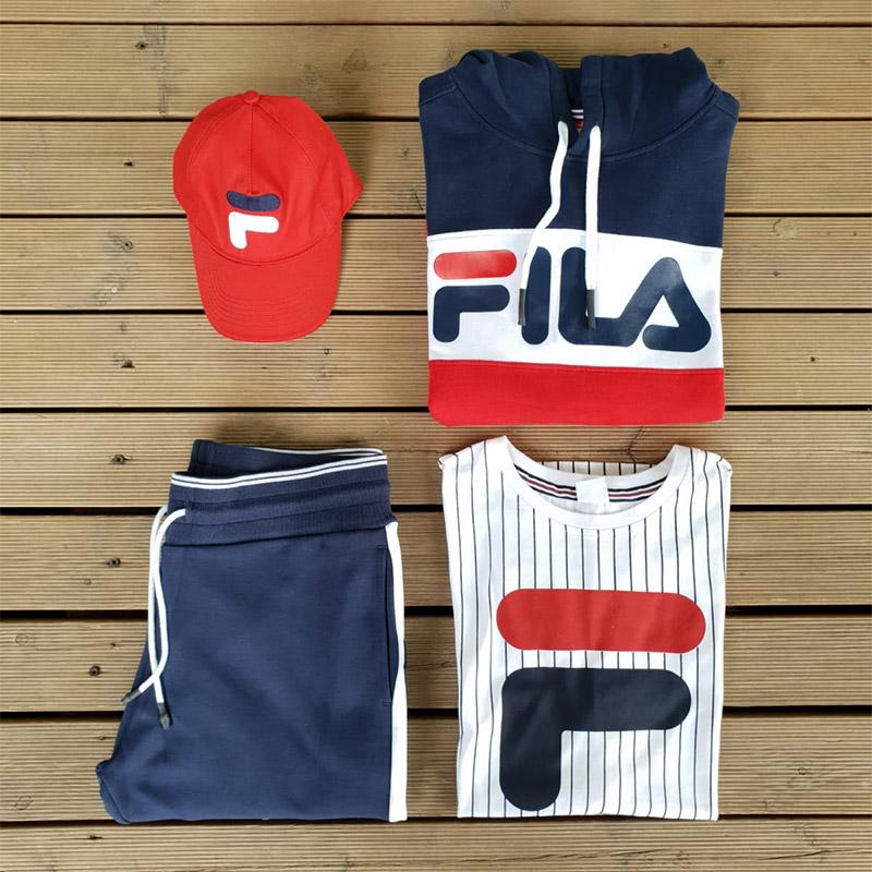cappello 17,90€ - pantalone 47,90€ - t-shirt 17,90€ - felpa 39,90€