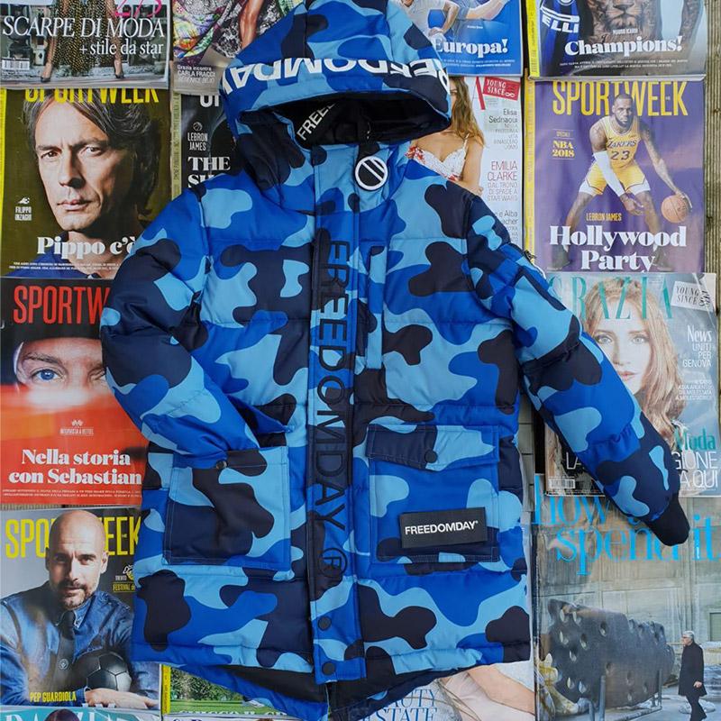 piumino blu mimetico con cappuccio, marca Freedomday