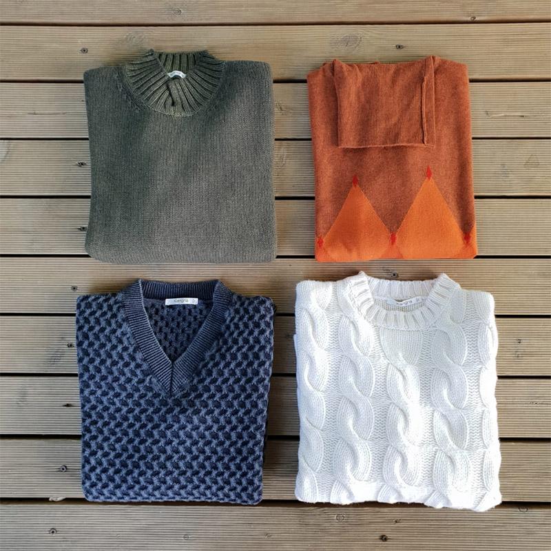 quattro maglie di cashmere in 4 colori (arancio, blu, bianco, verde) da uomo in vendita a unionmoda outlet