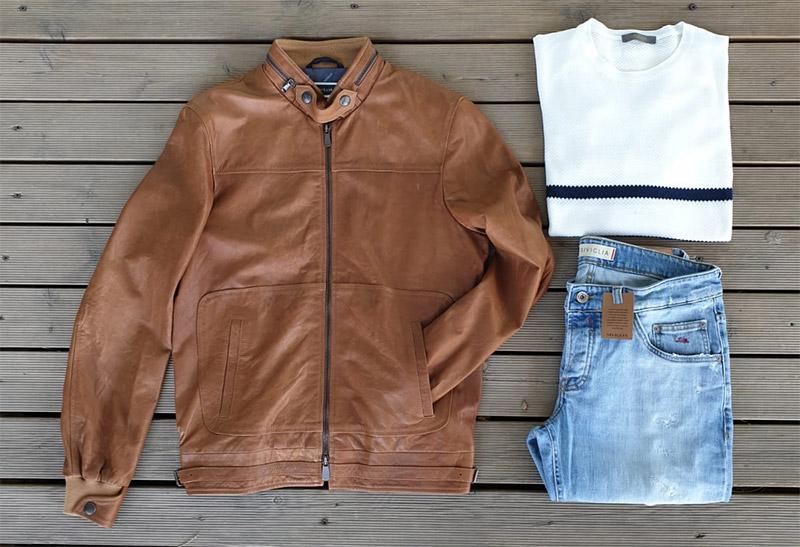 Giubbotto di pelle marrone, jeans da uomo, maglia bianca del marchio Siviglia, in vendita a Unionmoda Outlet